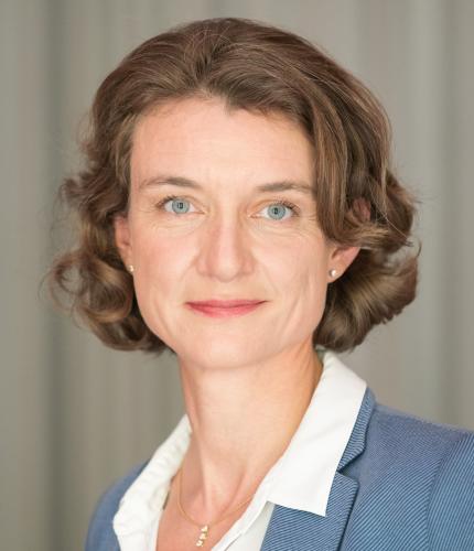 Portrait von Dr. Daniela Schwarzer